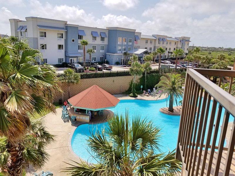 Ocean View, 3 Pools, Heated Pool, Top Floor Resort Condo, holiday rental in Galveston Island