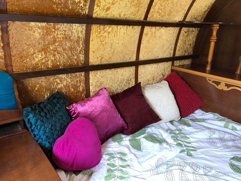 Gertrude the Gypsy Wagon, holiday rental in Pialba
