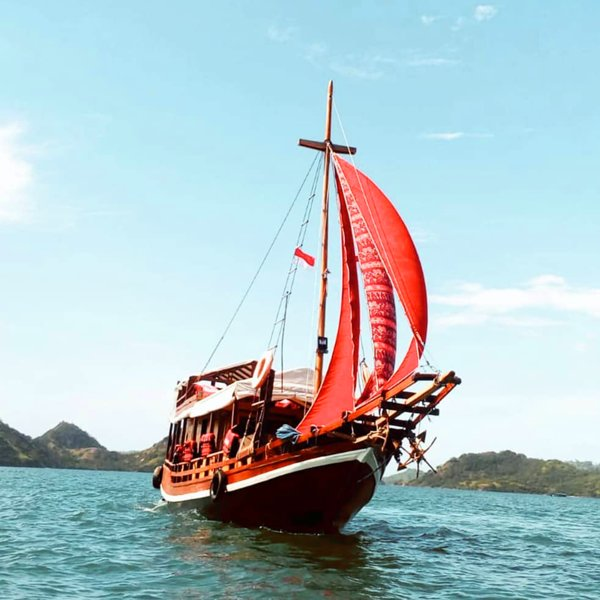 LabaLaba Boat - Private Komodo Boat Charter, holiday rental in Badjo