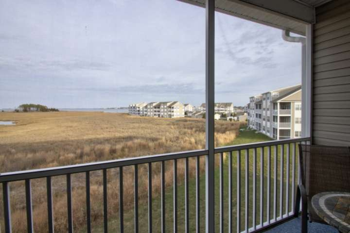 Spacious, Immaculate, Sleeping 10 with Pool, Tennis, Playground, Water Views and, holiday rental in Oak Orchard
