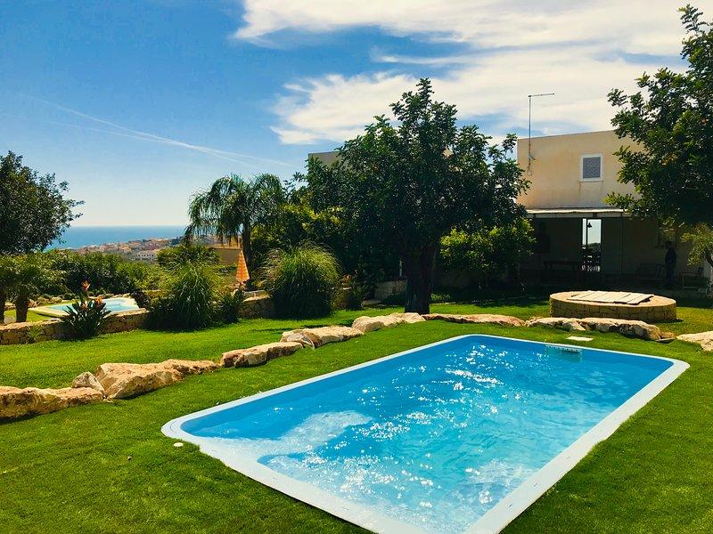 OLEA DOMUS Villa con piscina privata, holiday rental in Scicli