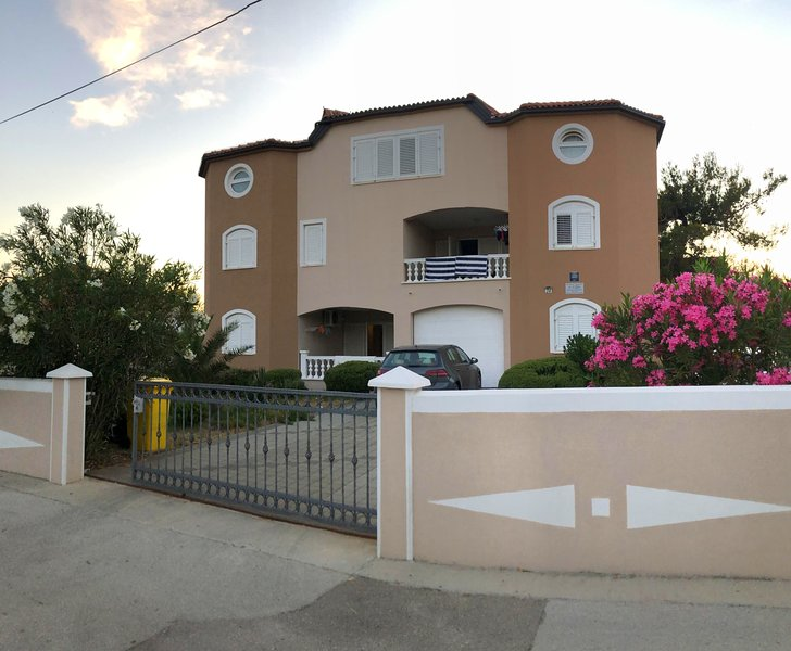ATON APARTMENT'S (Vrsi Mulo) - House-3 apartments, holiday rental in Vrsi