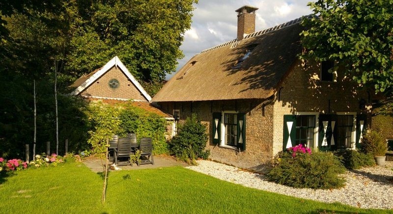 A cosy farm cottage is located at the water`s edge.