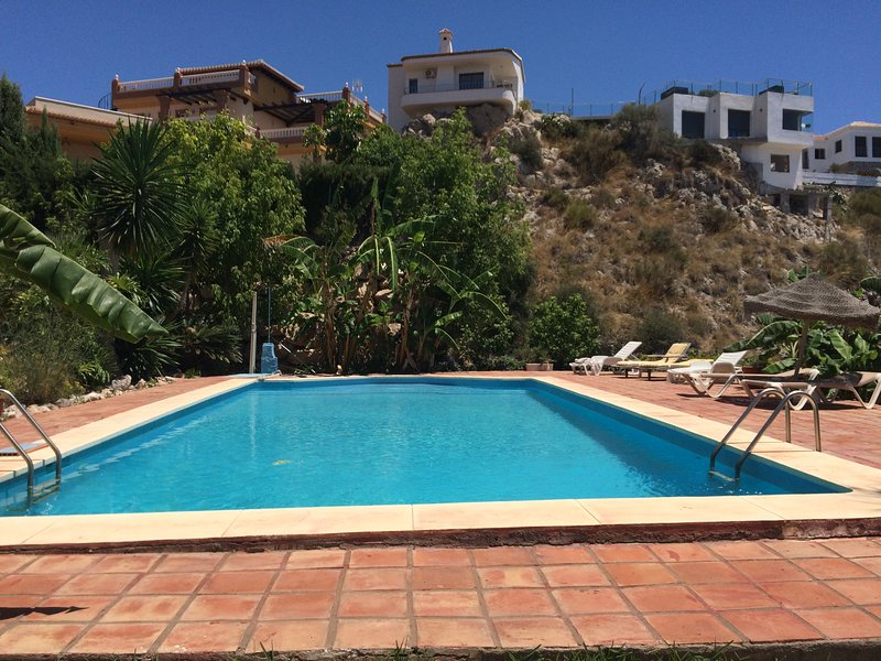 Casa-H-  dos dormitorios, holiday rental in Salobrena