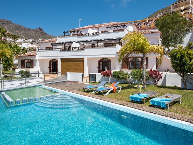 2.Charming Villa,Private pool,Garden,SeaView, holiday rental in La Caldera