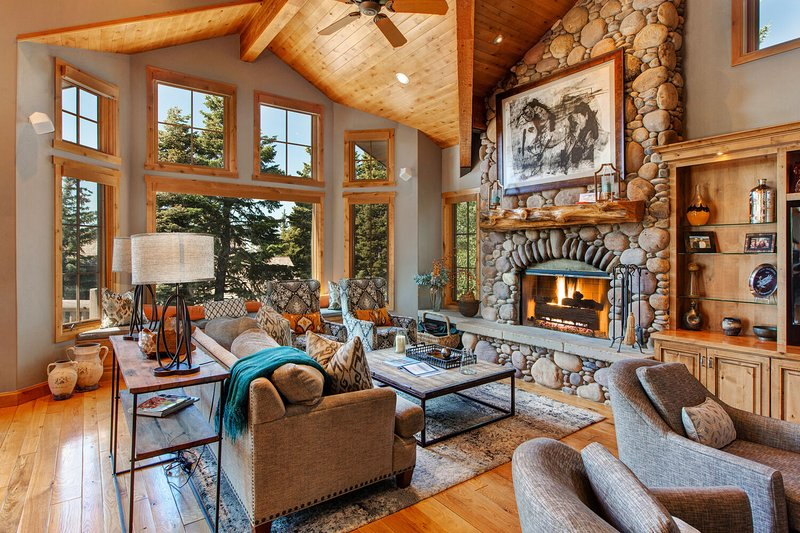 Deer Valley Ultimate Mansion ski-in/out, holiday rental in Park City