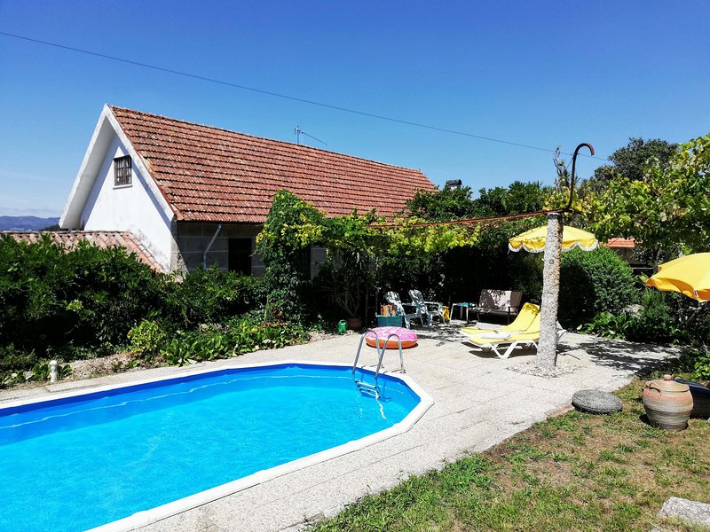 Casa de Cardido - 3 rooms/beds  - 5 people - private swimming pool, holiday rental in Santo Tirso