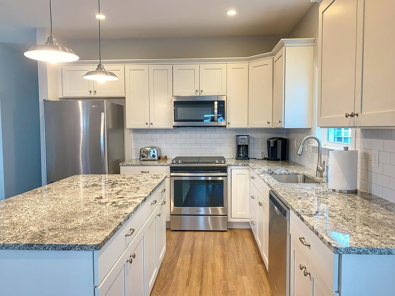 New Construction 4BR Marina Waterfront Home 145102, holiday rental in Erma