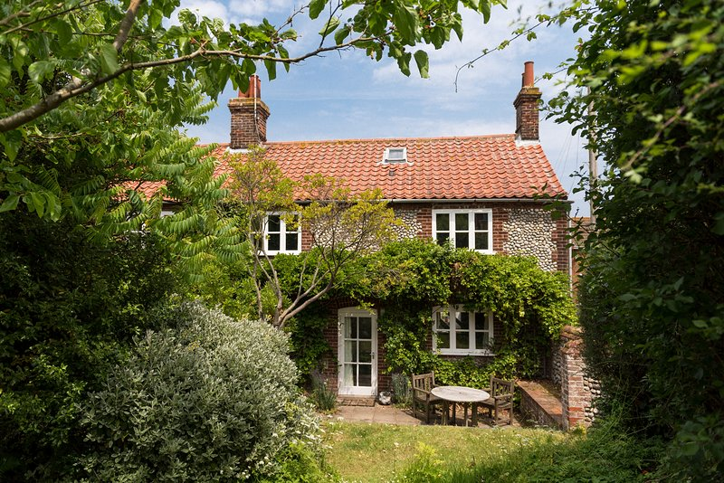 Marlpit Cottage | Beautiful Coastal Retreat Perfect For Families, vacation rental in Salthouse
