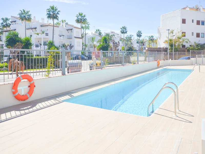 APARTMENT COSTA MARINA - LUXURY IN FRONT OF THE BEACH, vacation rental in Benamara