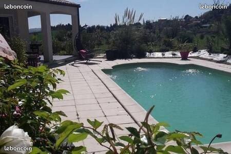 Belle et grande villa sous le soleil occitan, location de vacances à Lasserre-de-Prouille