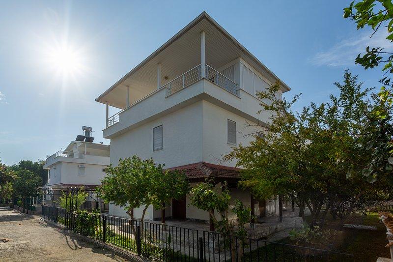 VILLA BELLA 1 - 3 Bed villa with garden, holiday rental in Bogazkent