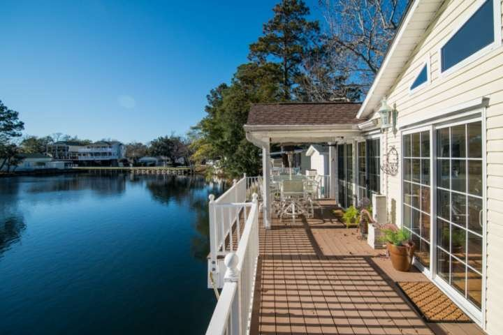 Ocean Lakes Lakefront Palace 2 Bedroom Vacation House with Golf Cart and Hot Tub, holiday rental in Socastee
