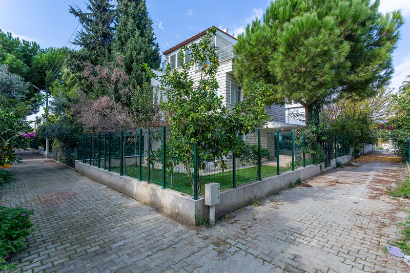 VILLA FADI - 3 Bed with well maintained garden near the beach!, holiday rental in Bogazkent
