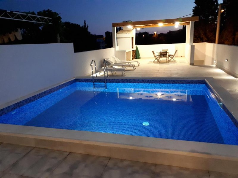 Villa Dragi, villa with pool and big terrace, sea view, peacfully and quite, holiday rental in Duba