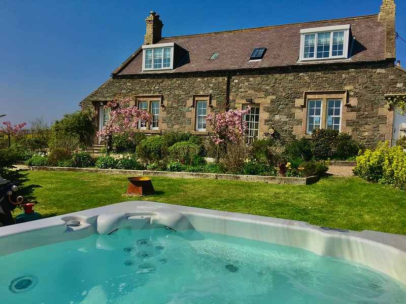 Copper Nut Cottage and Hot Tub, holiday rental in Borders