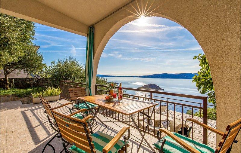 Nice home in Sveti Juraj with WiFi and 2 Bedrooms (CKV247), location de vacances à Sveti Juraj