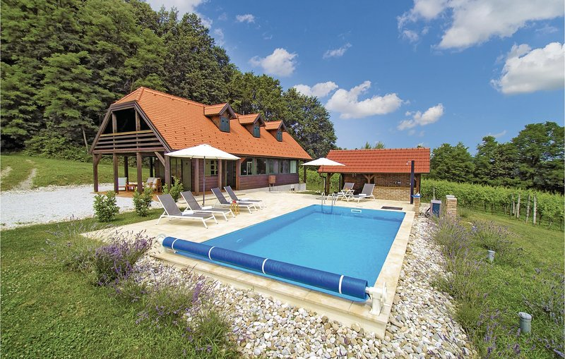 Awesome home in Donja Stubica with WiFi and 3 Bedrooms (CCC244), holiday rental in Bedekovcina