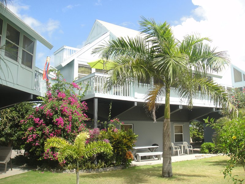 Sealofts37 Nestled in a quiet Tropical Garden on the Beach, vacation rental in Basseterre