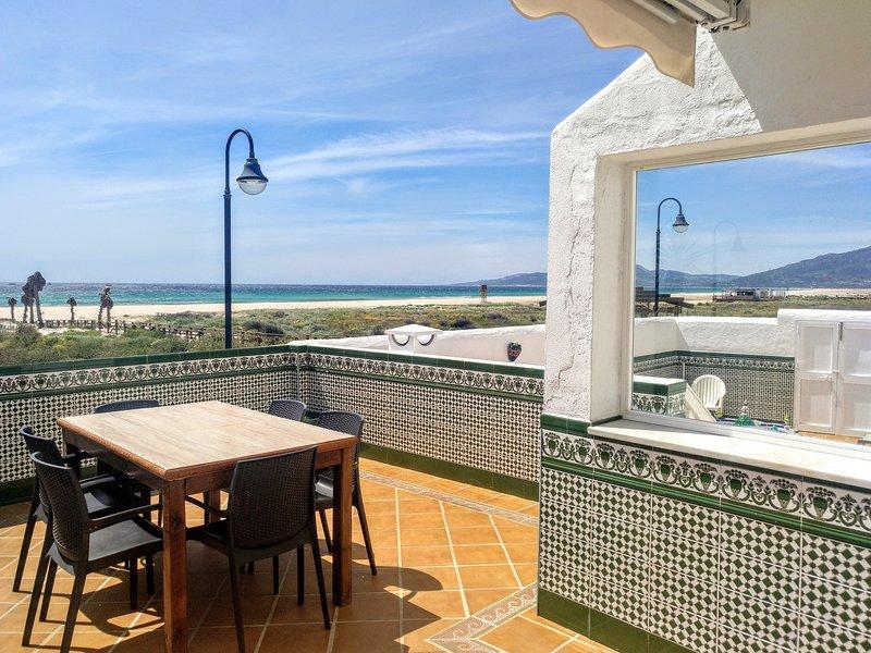 1ª línea playa 85 m2 + terraza, location de vacances à Tarifa
