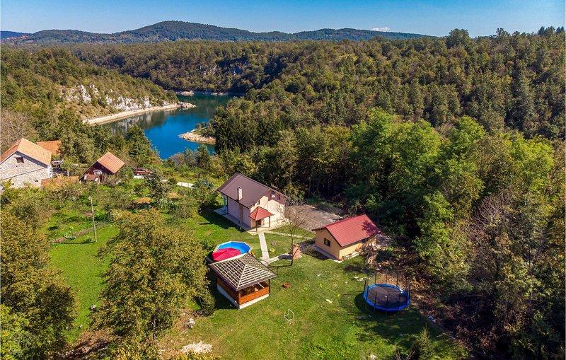 Beautiful home in Bosiljevo with 3 Bedrooms (CCL061), holiday rental in Bosiljevo