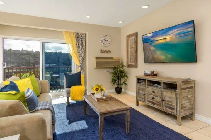 Just Listed!  Updated Studio inside the gates of the Resort, vacation rental in Lake San Marcos