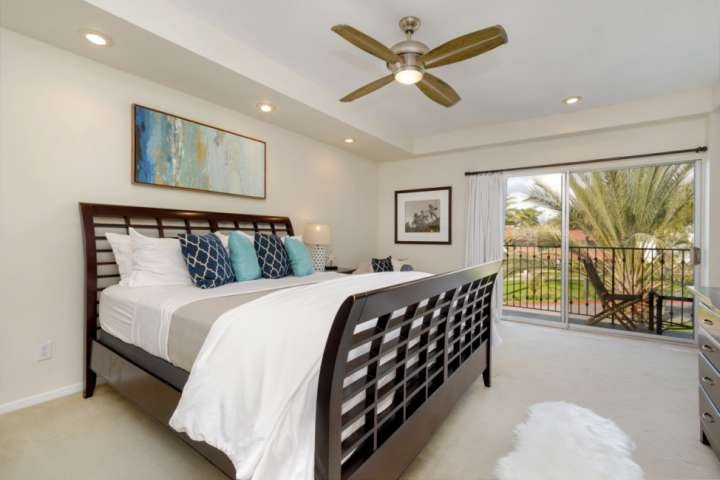 Top Floor Corner Condo inside the gates of the Resort, holiday rental in Leucadia