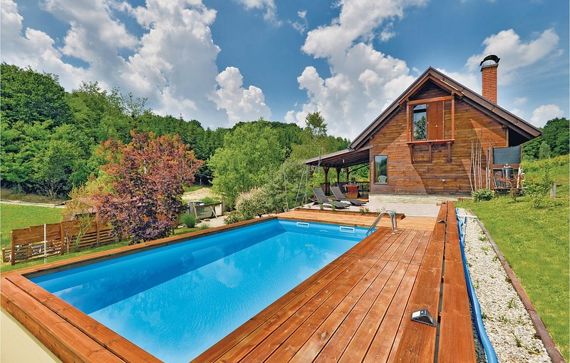 Amazing home in Seketin with Outdoor swimming pool, Sauna and 2 Bedrooms (CCC071, vacation rental in Ivanec