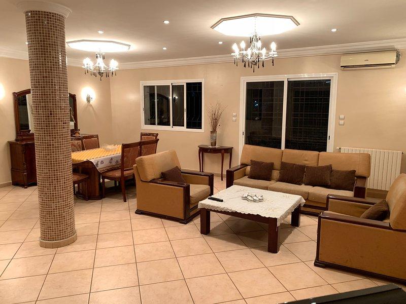 Étage de villa avec entrée indépendante à deux pas de hôtel Sheraton, alquiler vacacional en Argelia