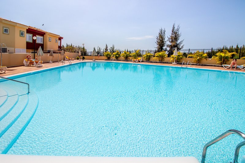 Flatguest Las Velas 182 + Duplex + Piscina + Terraza, holiday rental in Meloneras