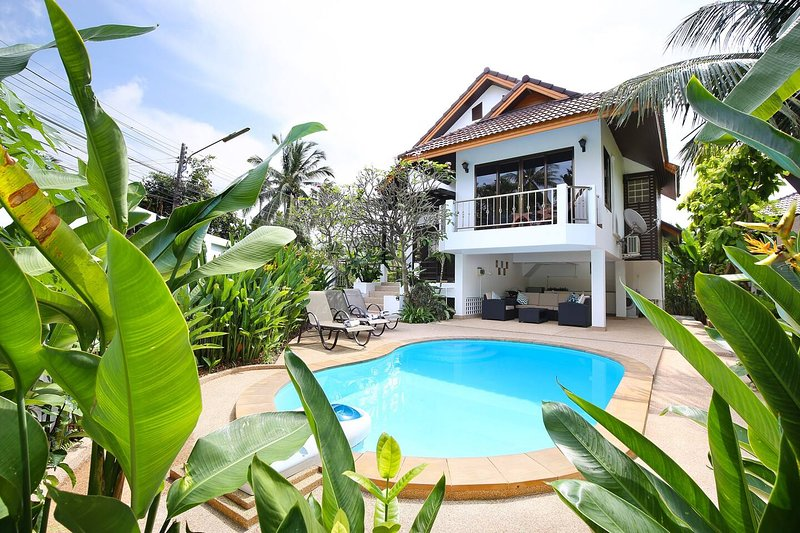 Villa, Private pool and garden, 400 meters to beach, Free airport transfers, holiday rental in Mae Nam