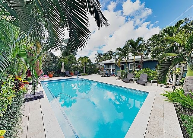 Near Fort Lauderdale Beach! Lush Tropical Retreat w/ Private Pool & Grill, aluguéis de temporada em Lauderhill