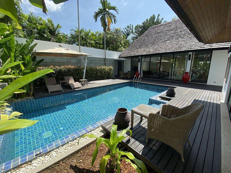 Private Pool Villa Near to Layan Beach, Set In Lush Tropical Garden, casa vacanza a Si Sunthon