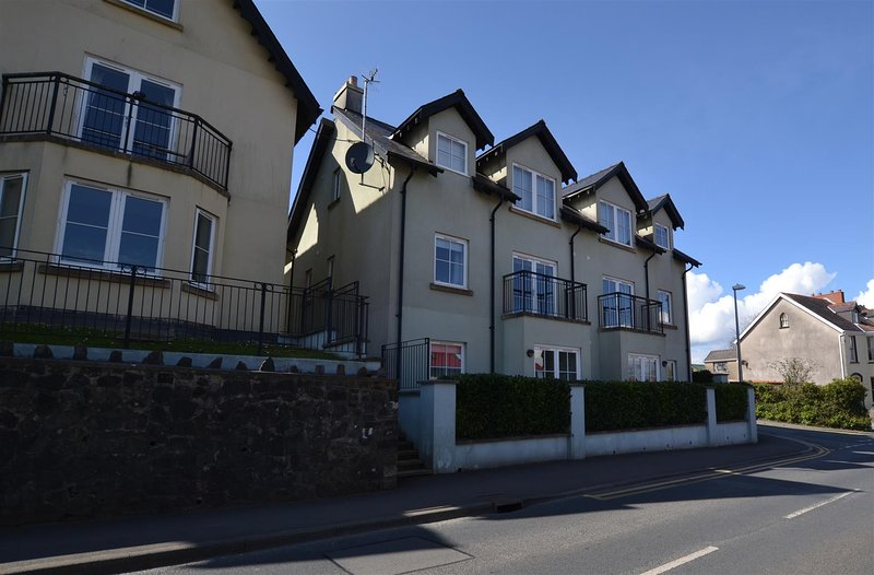 12 Rhodewood House, Saundersfoot - 2 bed Apartment, vacation rental in Saundersfoot