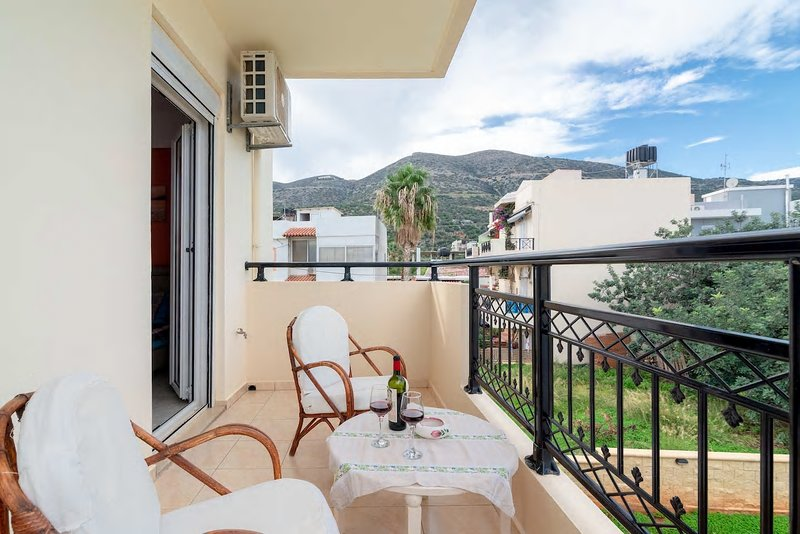 Stalis Cosy Apartment only 5 min. to the beach !, holiday rental in Stalis