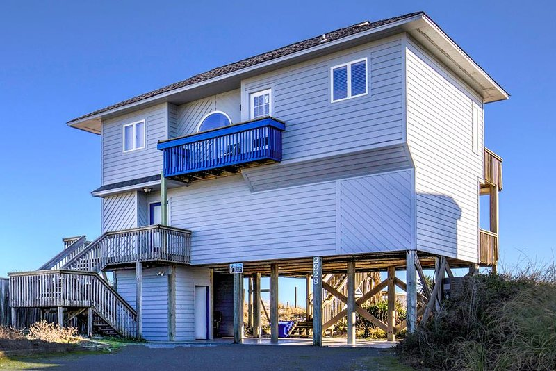 Island Drive 2928 Oceanfront!   Pet Friendly, Internet, holiday rental in North Topsail Beach