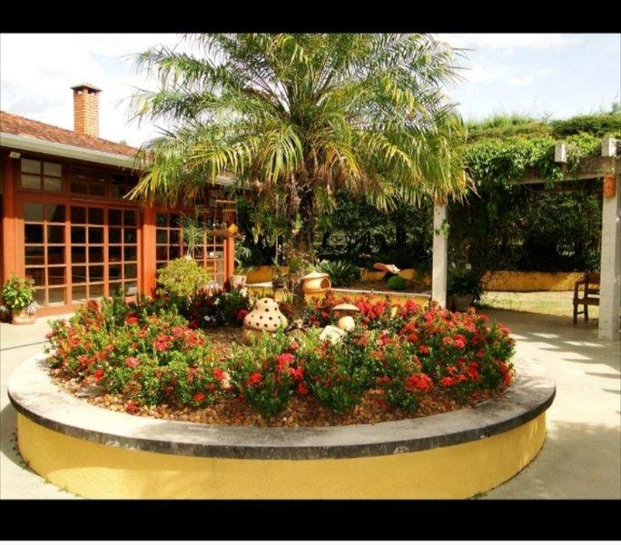 Fabulosa chácara com piscina lareira jardim e pomar, holiday rental in Itu