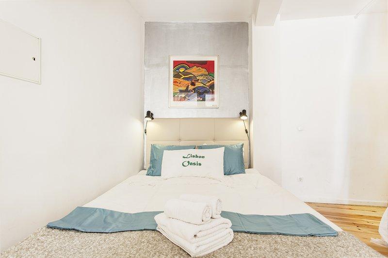 Alfama III, open-space studio with French balcony, holiday rental in Montijo