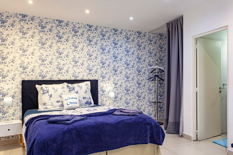 ALFAMA IV,historic Lisbon studio & 5 star location, holiday rental in Montijo