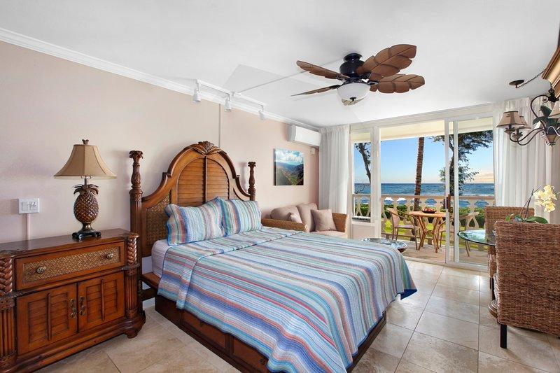 Oceanfront Islander on the Beach Queen Bed