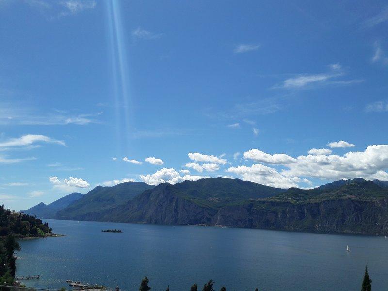 Splendida vista del Lago di Garda dal balcone dell'appartamento