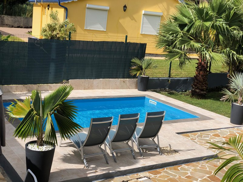 Nice apartment with swimming-pool, holiday rental in Matouba