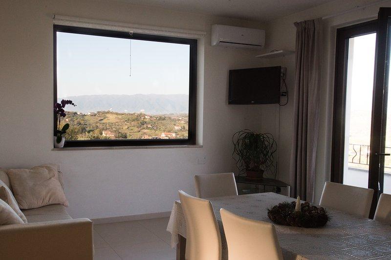 Amazing apartment with shared pool, alquiler de vacaciones en Caiazzo