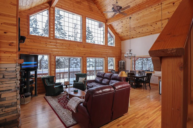 Beautiful wooded cabin centrally located to the National Parks. Close to ATV tra, alquiler vacacional en Duck Creek Village
