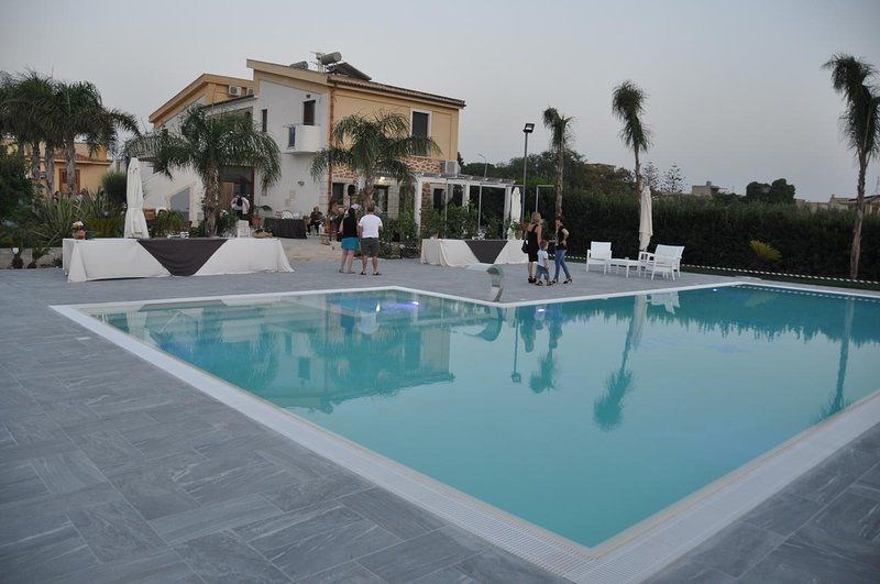 Apartment with shared pool, holiday rental in Locogrande