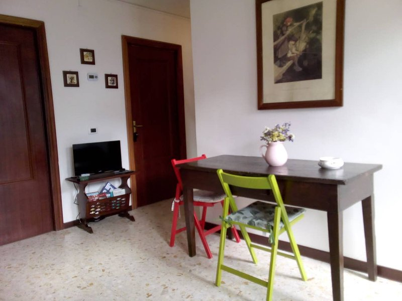 Nice apt with balcony, holiday rental in Scoppito