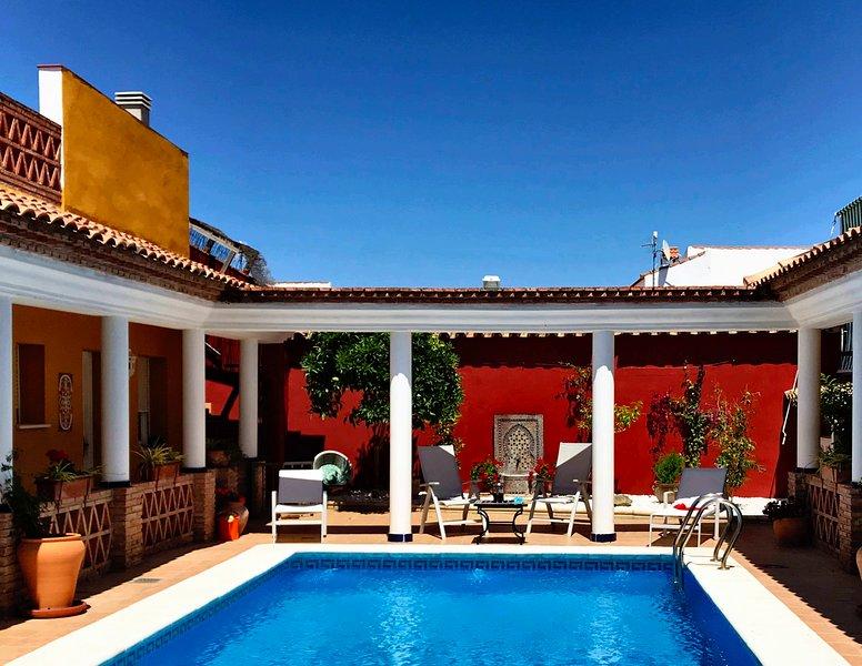 Stunning 4-Bed Roman Villa Spain's Golden Triangle, holiday rental in Almodovar del Rio