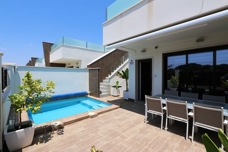 VDE-012 Sunny 3 beds bungalow with private pool and roof terrace close to beach, location de vacances à San Pedro del Pinatar