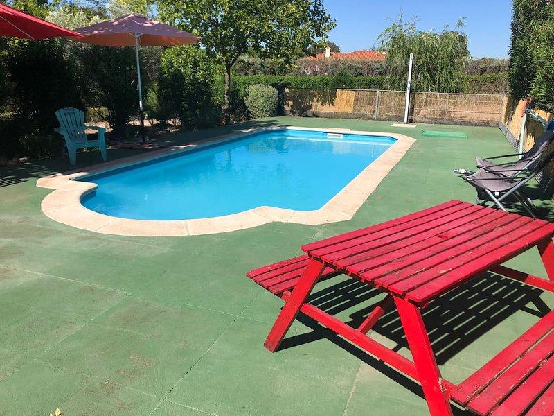 Spacious villa with swimming-pool, location de vacances à La Mata