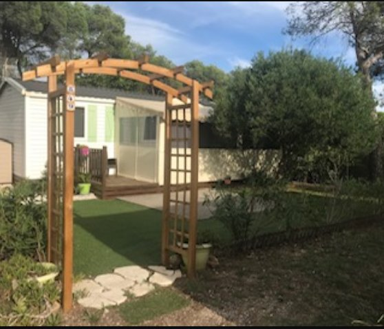 Beautiful bungalow with shared pool, vacation rental in Puget-sur-Argens